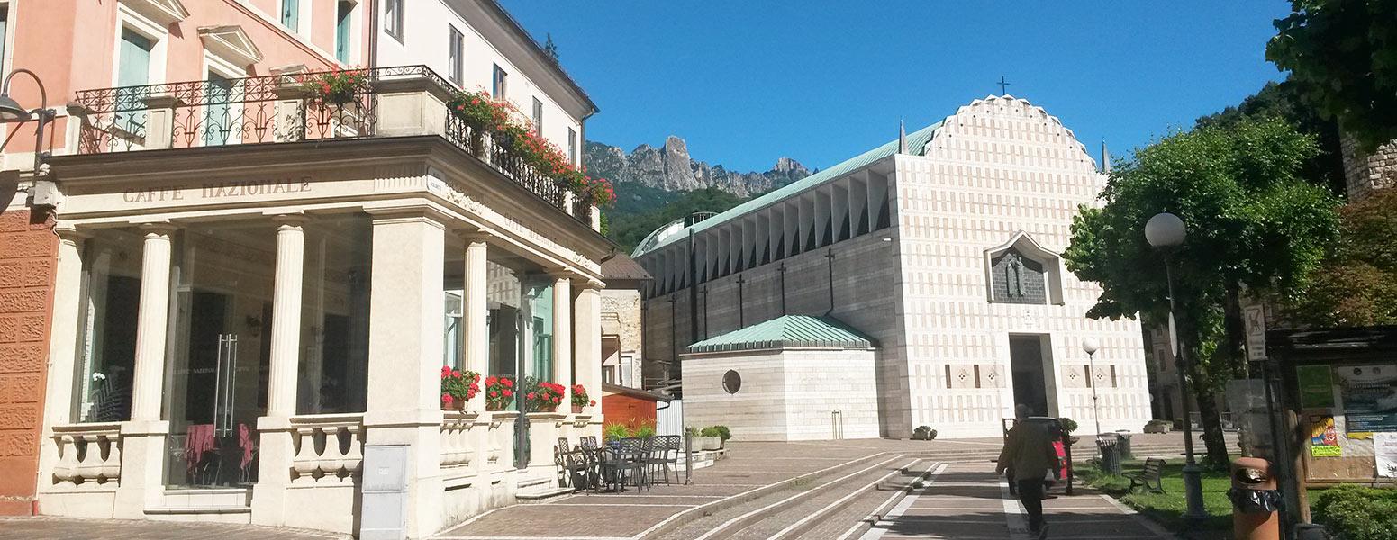 Centro di Recoaro Terme. Piazza Dolomiti