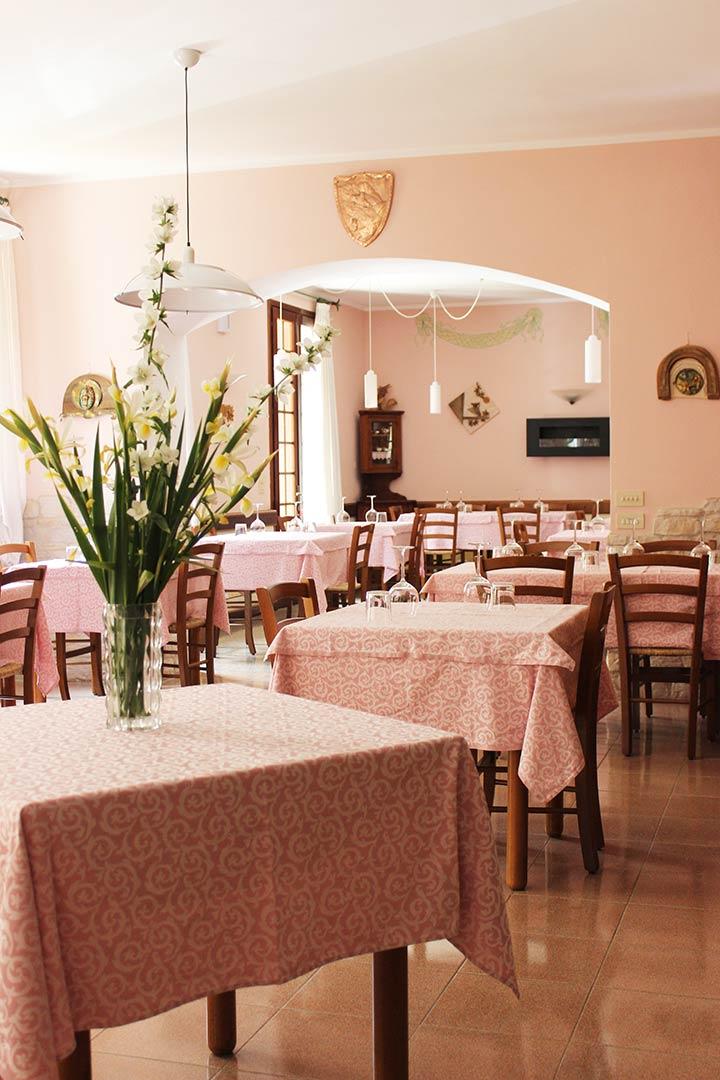 sala ristorante con distanziamento